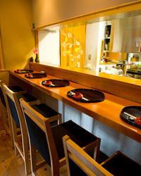 カウンター席もご用意☆ 落ち着いて食事を楽しんで頂けます。