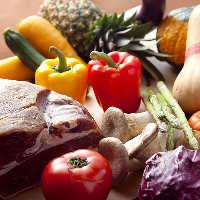産地にこだわった厳選野菜を、素材感を活かして調理。