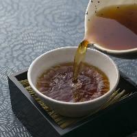 〈秘伝のつゆ〉 和食の技が成す、丁寧に出汁をとった五段仕込み