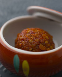 〈薬味〉 柚子唐辛子や白ネギが程よくアクセントを効かせます