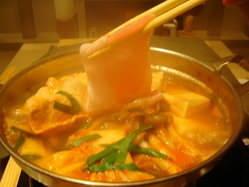 本場仕込みに和ダシをブレンド 長崎芳寿豚と豆腐のチゲ鍋
