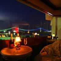 明石海峡大橋を眺められる特別席は人気の為、早めのご予約を。