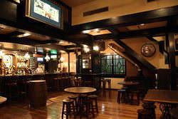 1階はバスペールエールをはじめ20種類の生ビールが楽しめます。