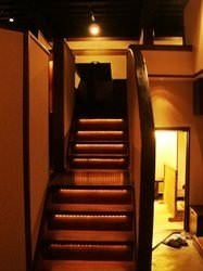 中央階段下から