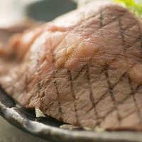 脂が口の中でとろける和牛ロースステーキは箸で切れる柔らかさ