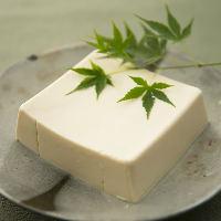 お客様からの評判も上々。甘くてきめ細やかな絹ごし豆腐を厳選