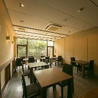 嵐山の静かな空気が流れる落ち着いた団体個室で京料理を満喫