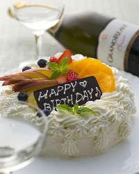 ホワイトケーキやフルーツタルトなど、ホールケーキもご用意
