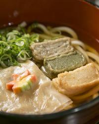 京都らしい生麩・湯葉を堪能できるうどんが人気です
