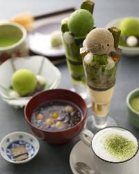 人気メニュー『抹茶パフェ』をはじめ、多彩な和スイーツが魅力