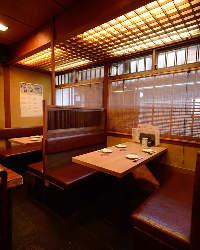 1Fのお席では、先斗町の賑わいを眺めながらお食事ができます