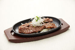 韓国「水原(スウォン)」地方で大人気の贅沢な牛カルビ焼きです。
