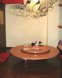 こちらは龍の絵が描かれている個室(座敷)になっております。
