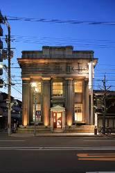 大正初期に建造された銀行を改装したレストラン