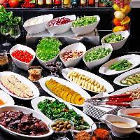 トッピング&ドレッシングも種類豊富な24種のサラダブッフェ