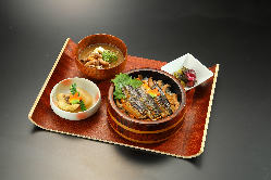 一汁三菜ランチは1280円~