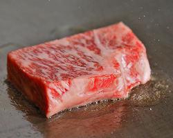 《黒毛和牛》 旨み溢れ出す上質な味わい。ステーキでどうぞ