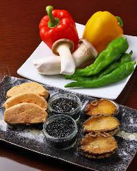 《豪華食材》 キャビア、フォアグラ、アワビも気軽な価格で提供