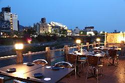 〈景色〉 鴨川を眺めながらお料理をお楽しみいただけます