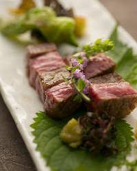 〈黒毛和牛〉 最高級ランクの上質肉。会席コースでも楽しめます