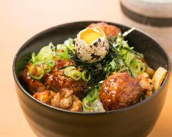 【鶏料理】 飲み後の〆にも◎特製鶏丼は創業以来の人気メニュー