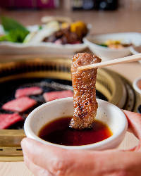 【こだわりのタレ】 お肉の味を引き立てるあっさり系の味