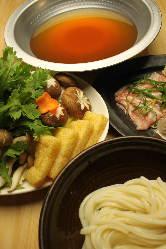 出汁と麺が自慢のうどんすきコースが人気♪飲み放題込で4000 円