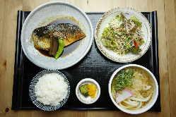 平日限定999円定食!ボリュームとコスパ最強です。。。