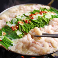 国産もつに西京白味噌を使用したスープがよく合う!年中大人気!