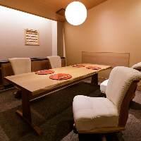 【紅梅】 ~8名様用のテーブル席完全個室は心和む空間です