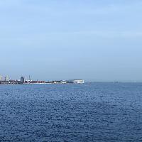 眼下に広がる神戸の海を望む開放的な空間