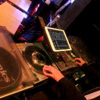 〈DJ機材〉 iPadで簡単操作♪お好きなBGMでお楽しみください