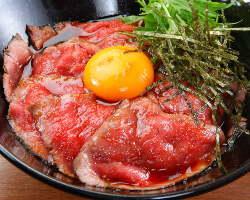 〈メニュー豊富〉 前菜からガッツリ肉料理、デザートまで充実