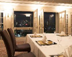 併設の個室からも♪大きな窓から大阪の夜景を一望できます!