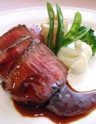 料理は季節により変わります こちらは牛肉のステーキ