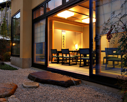 1階は庭付き個室 2階はテラスあり 通天閣が見えるお部屋も