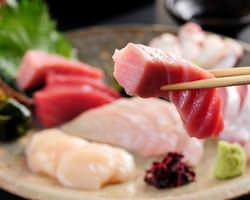 その日に仕入れた旬の魚を捌きます1,200円~