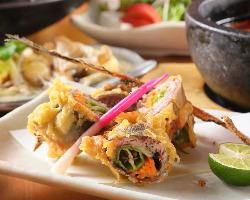 《旬の味覚》 季節の魚介や野菜は上品な創作和食で楽しめます