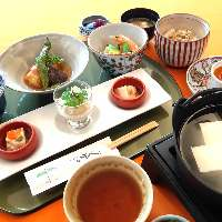 京都らしくほっと温まる「湯どうふ膳」