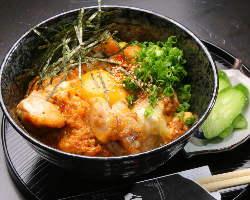 10時間炊いた鶏ガラスープを使用した極上の親子丼を是非!!
