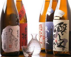 全国から厳選した日本酒は、人気銘柄から希少なものまで