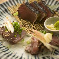 藁焼きはかつおはもちろん、ブリやまぐろもご用意しています!