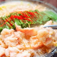 《もつ鍋》 「国産ニンニク」と「国産モツ」のWの旨味スープ