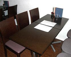 テーブル席はご家族の食事やグループの宴会に…