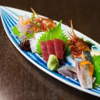 お造り盛り合わせはその日の入荷状況からおすすめ鮮魚をご提供