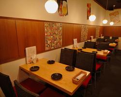 ◆≪テーブル席≫4名×4 ごゆっくりと愉しめる空間で♪