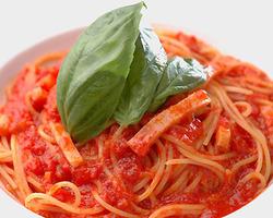 他店では味わえない!特製トマトソース★リピーターが多いです