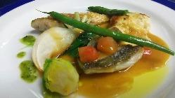明石産の魚や淡路、神戸西産の野菜、果物を多く使います