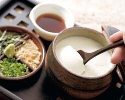 毎朝丁寧にお作りする自家製豆富。国産大豆100%使用!