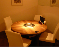 ■スタイリッシュなテーブル席 ご家族や気の合う仲間と…
